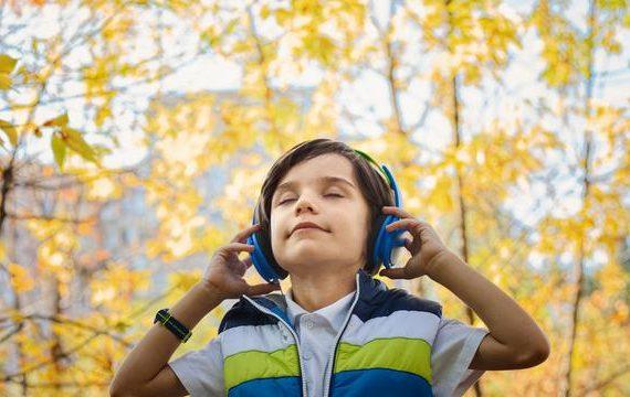 Manfaat Mendengarkan Musik Bagi Anak